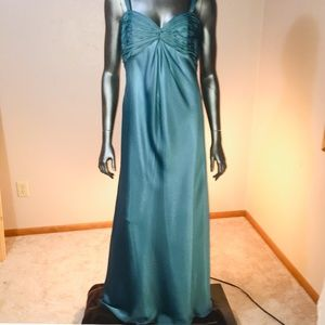 Watters &Watters  beautiful green maxi dress